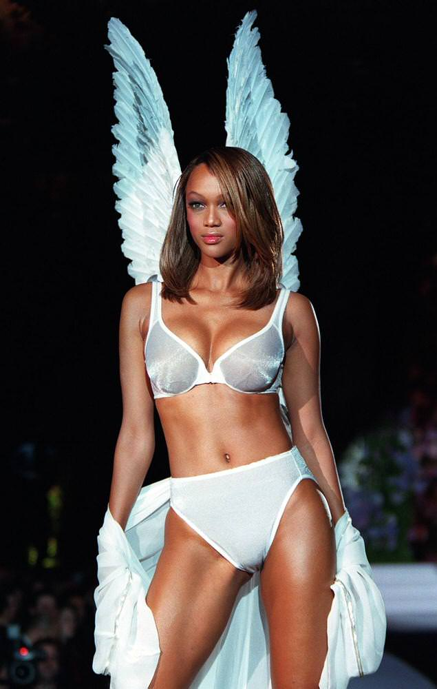 Victoria's Secret Fashion Show 1998 – Runway – Tyra Banks [x 9]