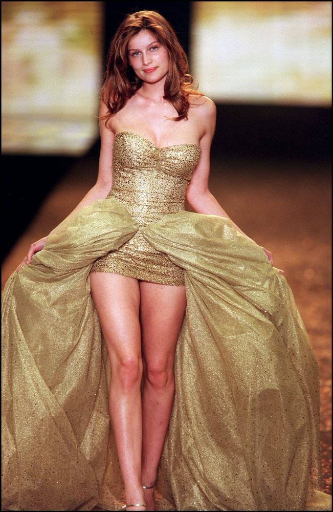 Victoria's Secret Fashion Show 2000 – Runway – Laetitia Casta [x 5]