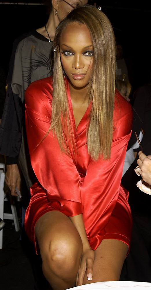 Victoria's Secret Fashion Show 2001 – Backstage – Tyra Banks [x 47]