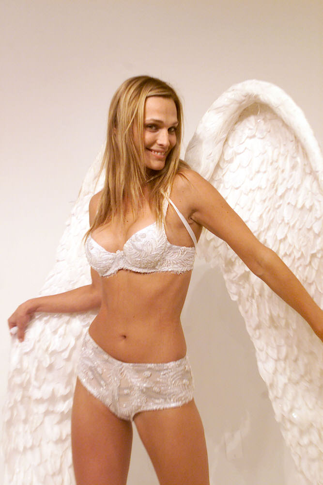 Victoria's Secret Fashion Show 2001 – Fittings – Molly Sims [x 27]
