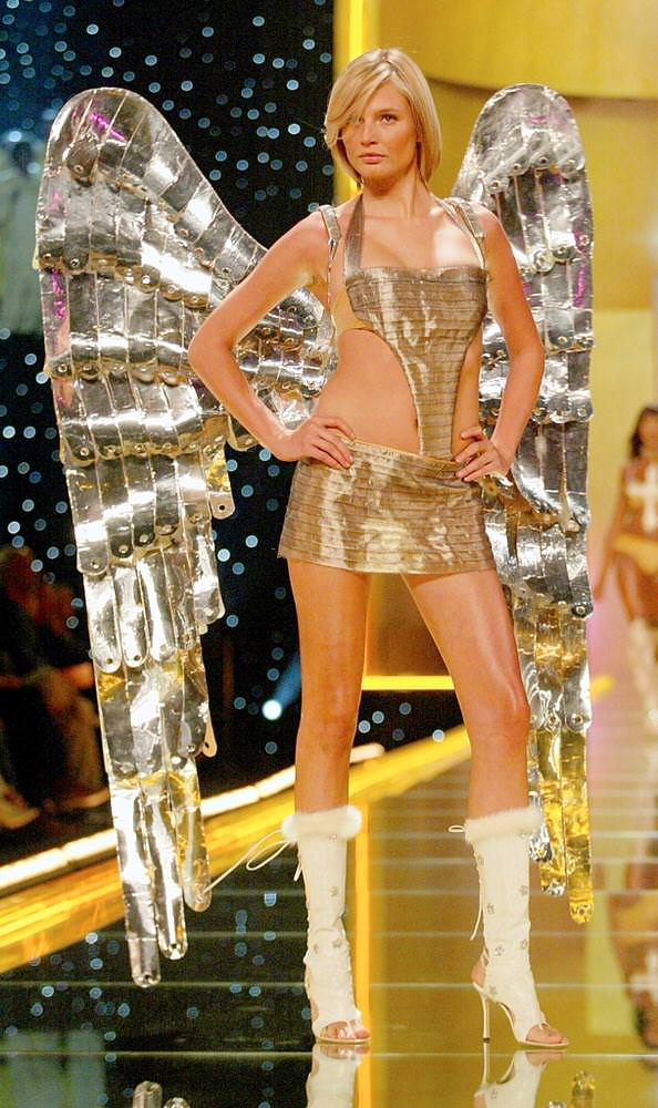 Victoria's Secret Fashion Show 2002 – Runway – Segment 1 – Bridget Hall [x 11]