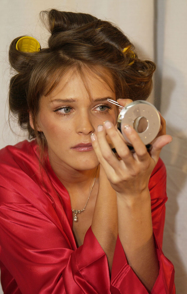 Victoria's Secret Fashion Show 2002 – Backstage – Carmen Kass [x 9]
