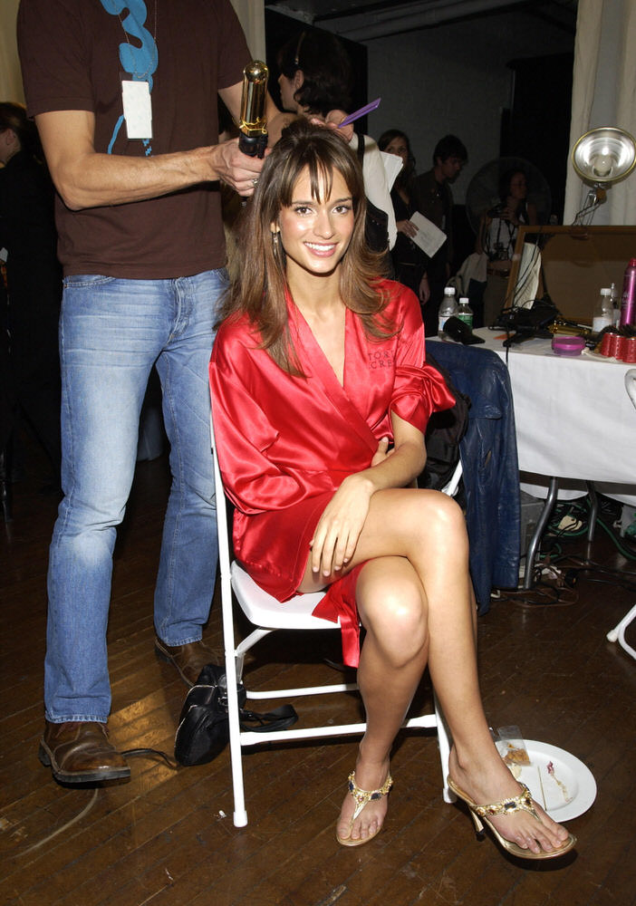 Victoria's Secret Fashion Show 2002 – Backstage – Lindsay Frimodt [x 9]