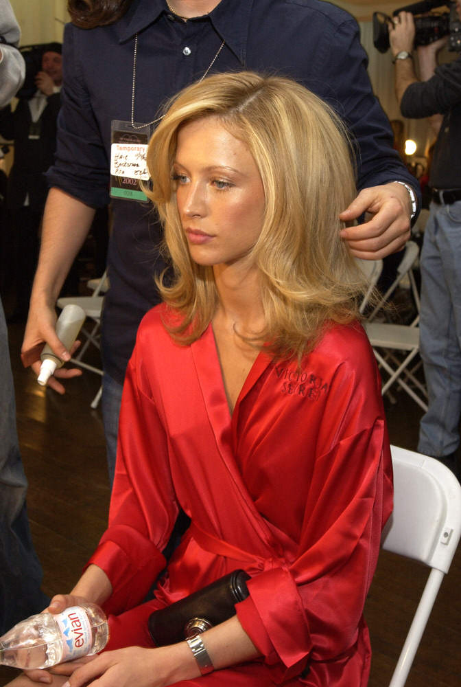 Victoria's Secret Fashion Show 2002 – Backstage – Raquel Zimmermann [x 5]