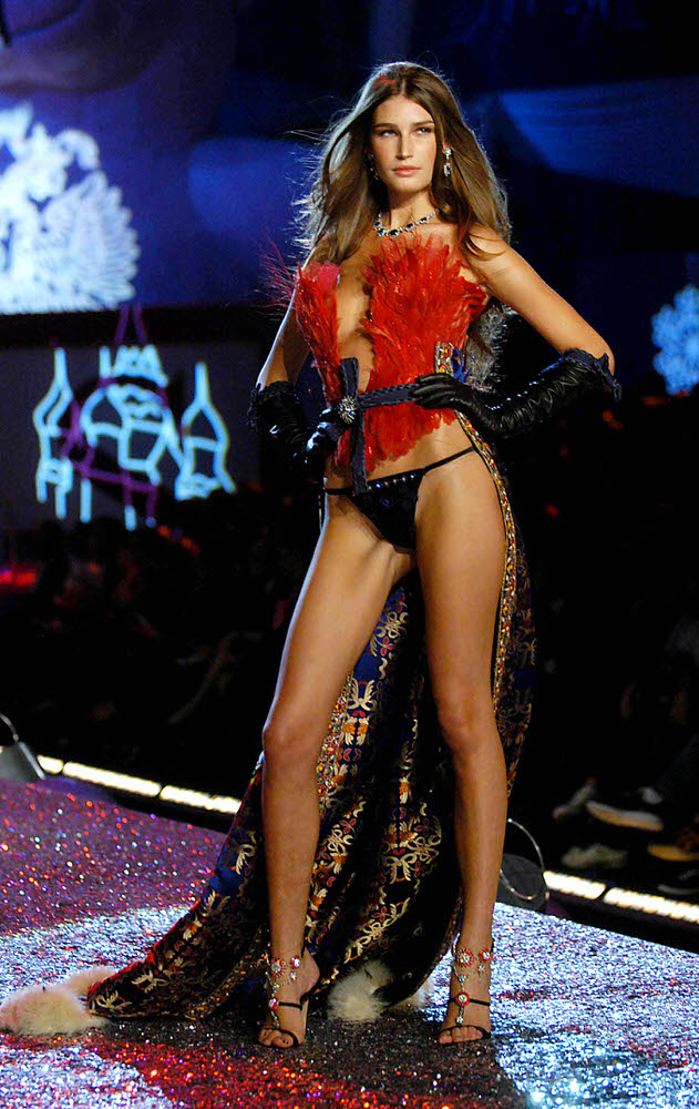 Eugenia Volodina – 4 Sexy Russian Babes – Victoria's Secret Fashion Show 2005 [x 23]