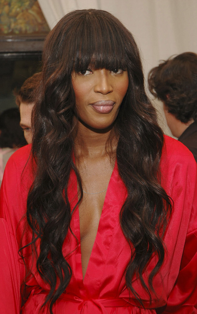 Naomi Campbell – Backstage – Victoria's Secret Fashion Show 2005 [x 10]