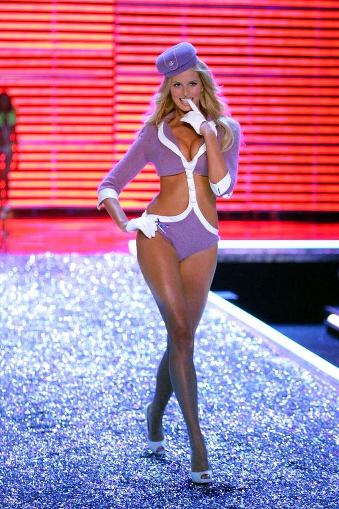 Karolina Kurkova – 3 Come Fly With Me – Victoria's Secret Fashion Show 2006 [x 33]