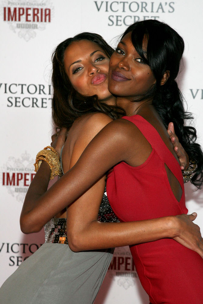 Angels – After Party – Victoria's Secret Fashion Show 2007 [x 21]