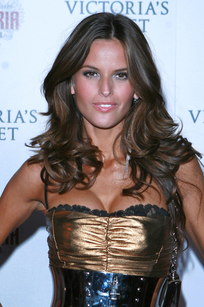 Izabel Goulart – After Party – Victoria's Secret Fashion Show 2007 [x 8]