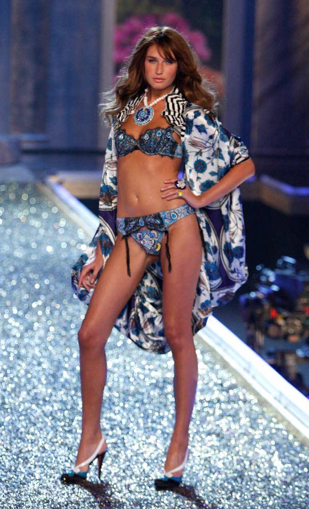Eugenia Volodina – 4 Rome Antique – Victoria's Secret Fashion Show 2007 [x 11]