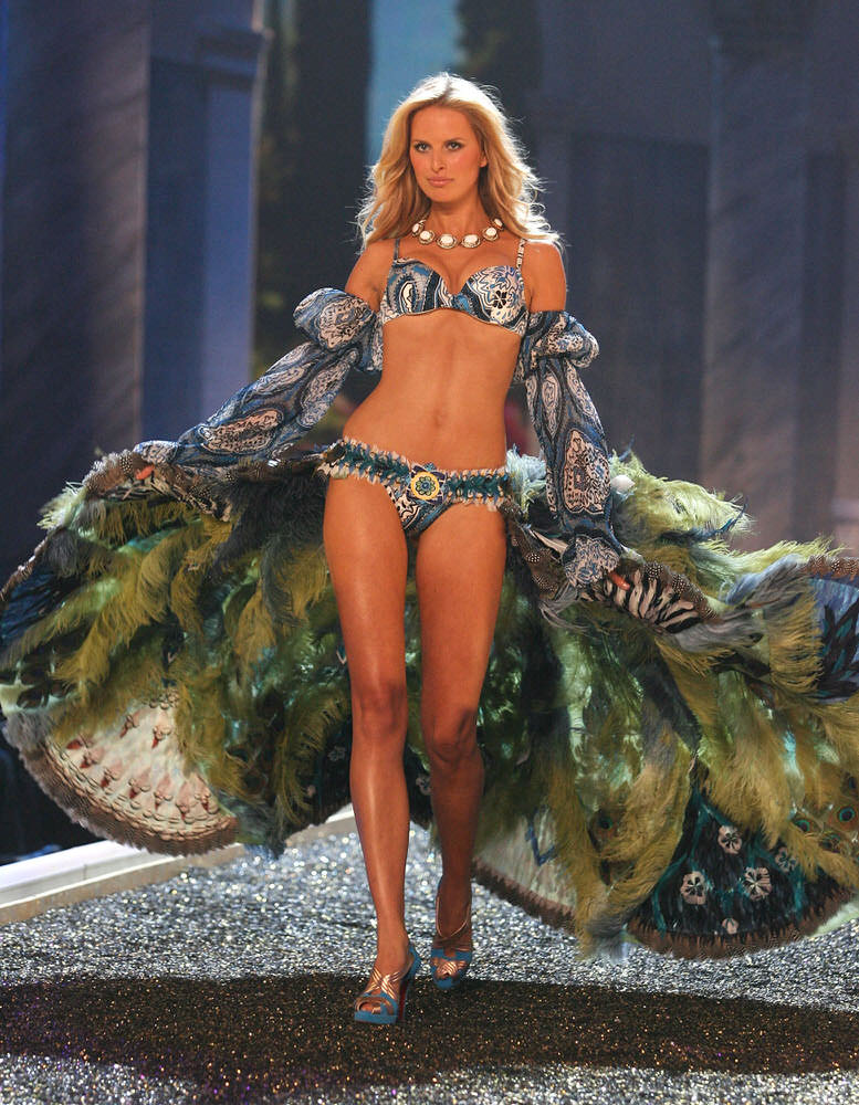 Karolina Kurkova – 4 Rome Antique – Victoria's Secret Fashion Show 2007 [x 39]