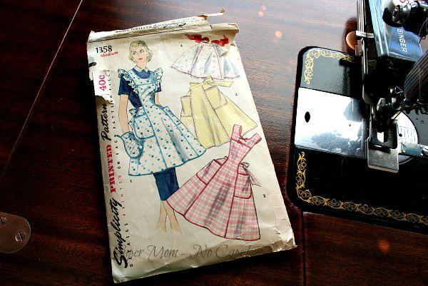 Vintage Simplicity apron pattern