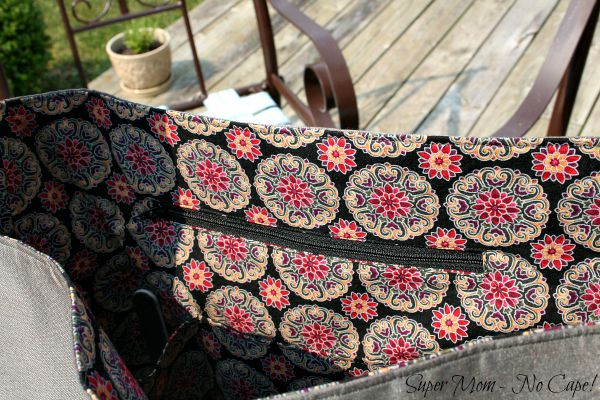 Zippered pocket in lining of Elegant Bow Purse