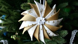 Prairie Point Star Ornament w Ribbon Flower Center
