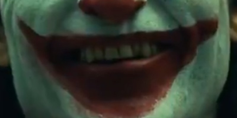 Joaquin Phoenix maquillé en Joker pour le film de Todd Phillips