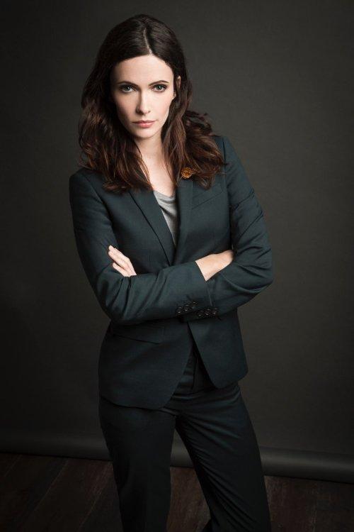 Elizabeth Tulloch est Lois Lane dans l'univers de Supergirl et de la CW