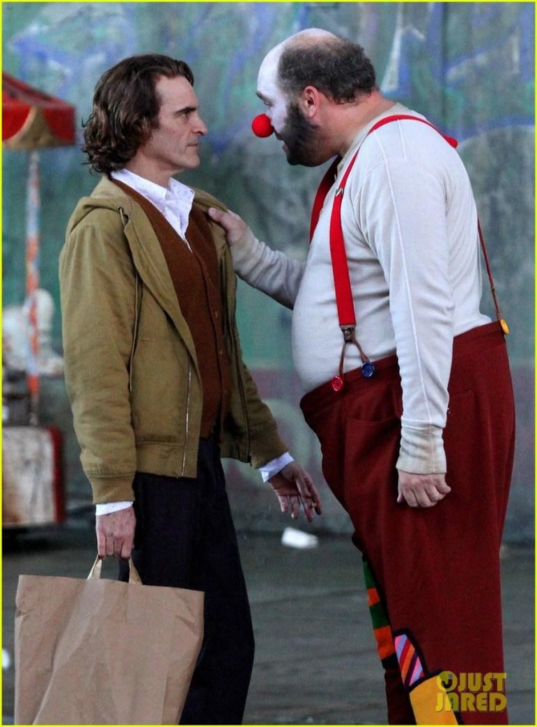 Joaquin Phoenix dans le rôle d'Arthur Fleck sur le tournage du film Joker.