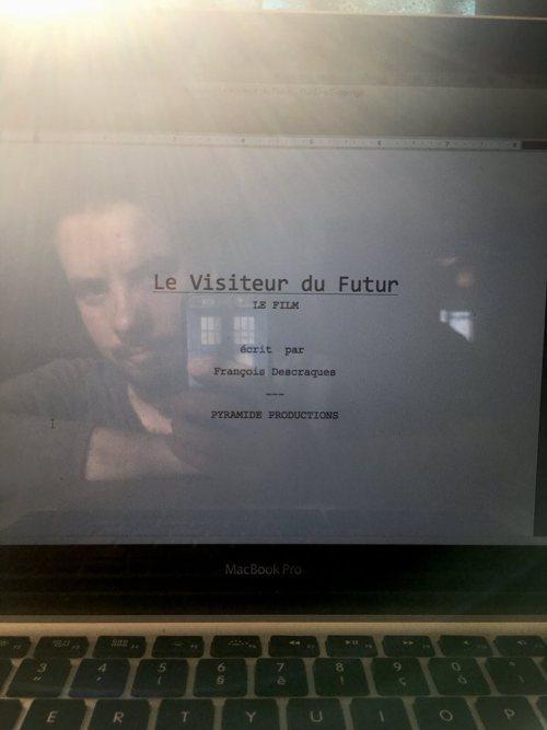 Le script du film Le Visiteur du Futur par François Descraques.