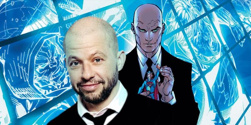 Jon Cryer est Lex Luthor dans la série Supergirl