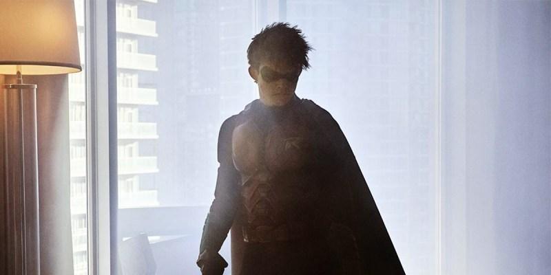 Curran Walters est Jason Todd pour la série Titans