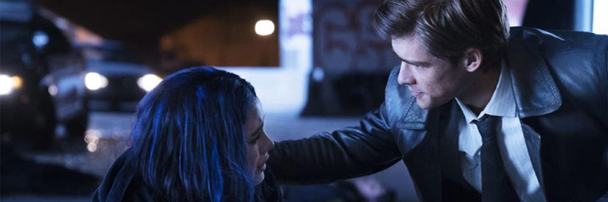 Dick Grayson (Brenton Thwaites) et Rachel Roth/Raven (Teagan Croft) dans Titans