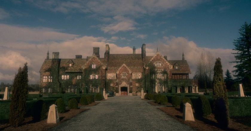 haunting-of-bly-manor-house-netflix-1235052-1280x0