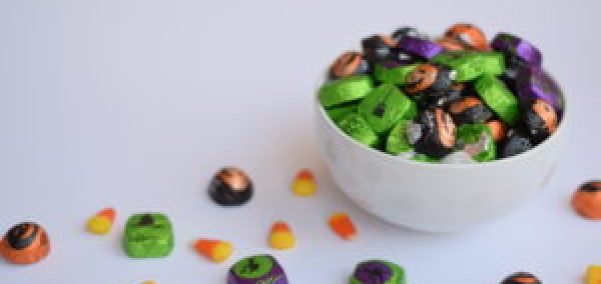 5 Savvy Things You Need to Know Before Buying Halloween Candy, Halloween Candy, Save Money on Halloween candy, save money on halloween, 5 ways to save money on halloween candy, how to spend less on halloween candy, tips to save money on halloween candy, Halloween tips, Halloween treats, Halloween food, Halloween ideas, Halloween, Halloween Snacks, Halloween on a Budget, Halloween kids, Halloween candy ideas, trick or treaters, Halloween candy on a budget, shopping for halloween candy