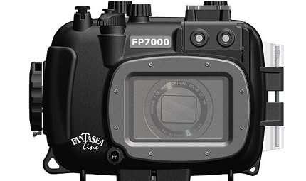 Una custodia subacquea per la Nikon Coolpix P7000