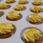 Minicupcakes de mango y de frutos rojos