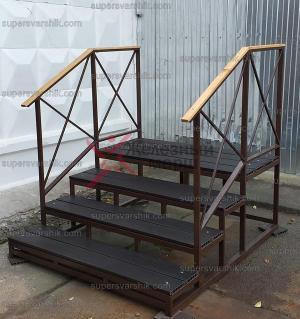 Недорогая лестница из металла Железный марш