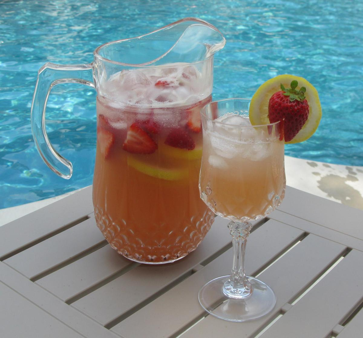 Lemon Strawberry Moscato Punch