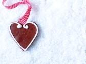 DIY wedding favors - heart cookies on a ribbon