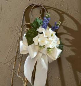 Picture of DIY wedding pew bows