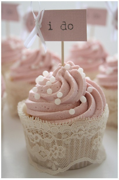 "Wedding Reception Cupcakes That Say ""I do!"""