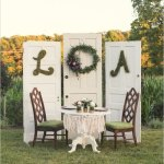 Vintage Sweetheart Table at an Outdoor Wedding – How Sweet is This?!