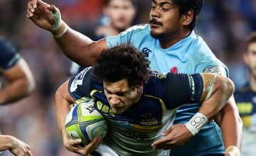 Will Skelton tackles Matt Toomua