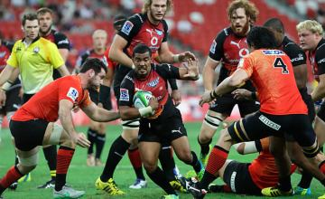 Rudy Paige defends the ball for the Bulls against the Sunwolves