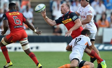 Schalk Burger clears the ball away for the Stormers