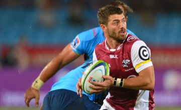 Willie le Roux looks to attack for the Sharks