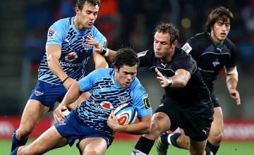 Jan Serfontein tries to break through the Kings defence