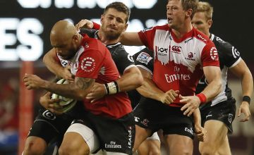 Lionel Mapoe (L) is tackled Willie le Roux