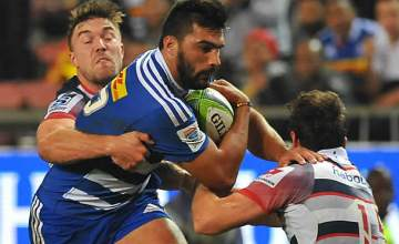 Damian de Allende on the attack for the Stormers against the Rebels