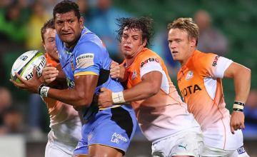 Steve Mafi defends the ball from the Cheetahs