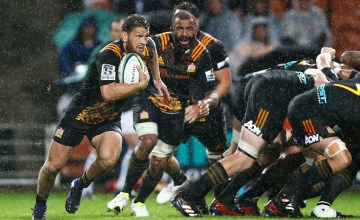 Tawera Kerr-Barlow of the Chiefs breaks away from a scrum during the round three Super Rugby match between the Chiefs