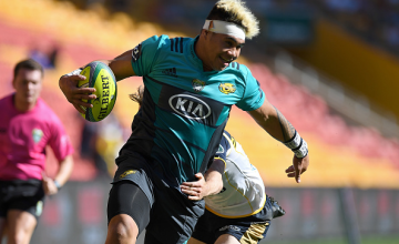 Alex Fidow of the Hurricanes breaks away from the defence during the 2018 Global Tens match between the Hurricanes and ACT Brumbies at Suncorp Stadium on February 10, 2018 in Brisbane, Australia.