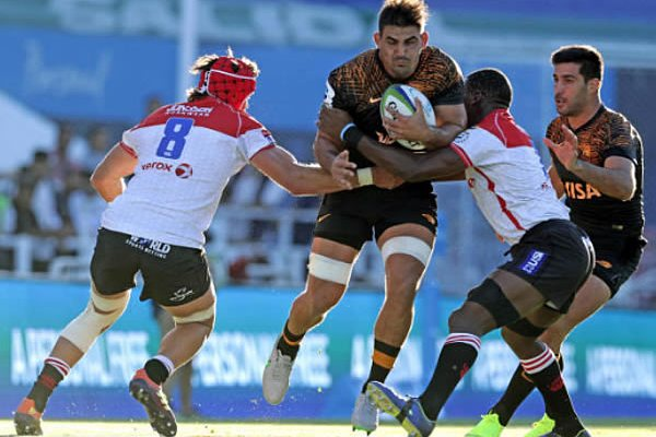 Argentina's Jaguares flanker Rodrigo Bruni (C) vies for the ball with South Africa's Lions number 8 Warren Whiteley (L) and flanker Hacjivah Dayimani during their Super Rugby match at Jose Amalfitani stadium