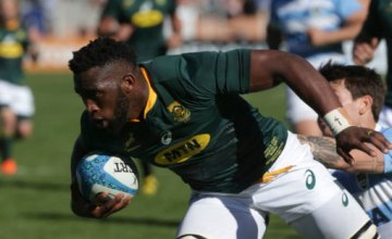 Siya Kolisi on the charge for South Africa