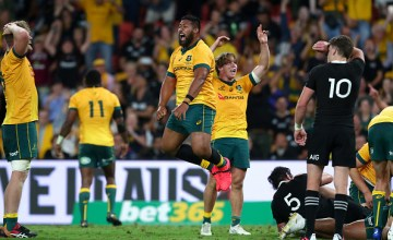 Australia celebrate 24-22 win over New Zealand at Suncorp Stadium, Brisbane