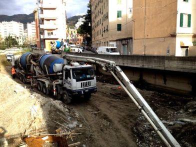 06122013 Colate di cemento sotto al palazzo sul Rio San Pietro piccola