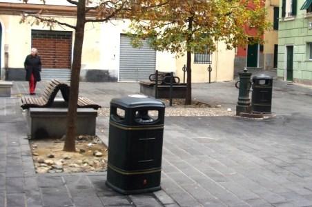 I paletti per biciclette in piazza De Cristoforis x notizia flash
